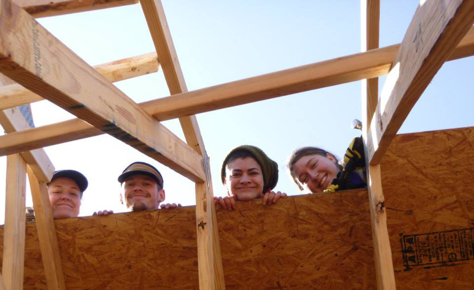 students building a habitat for humanity house