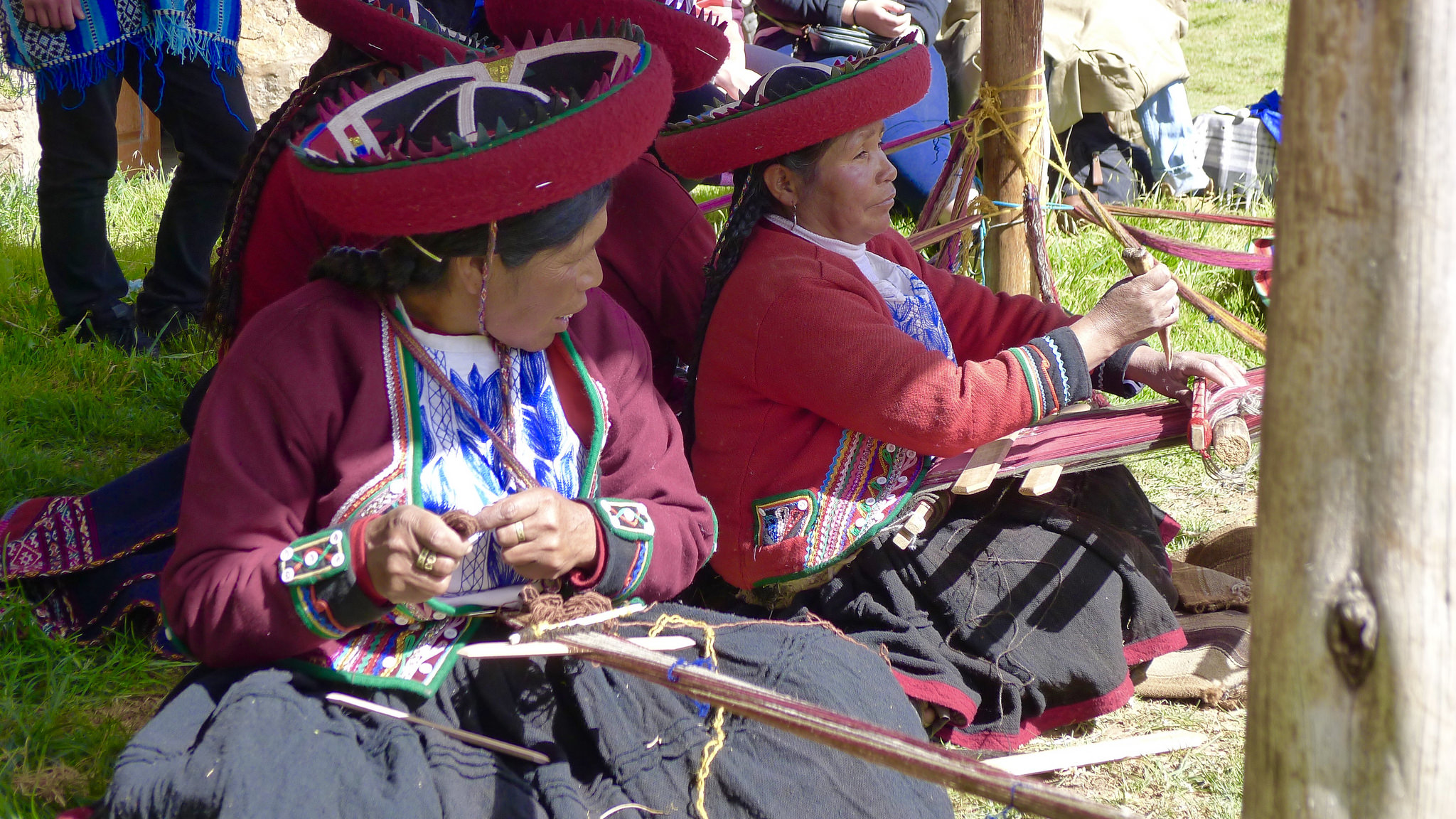 andes women weaving