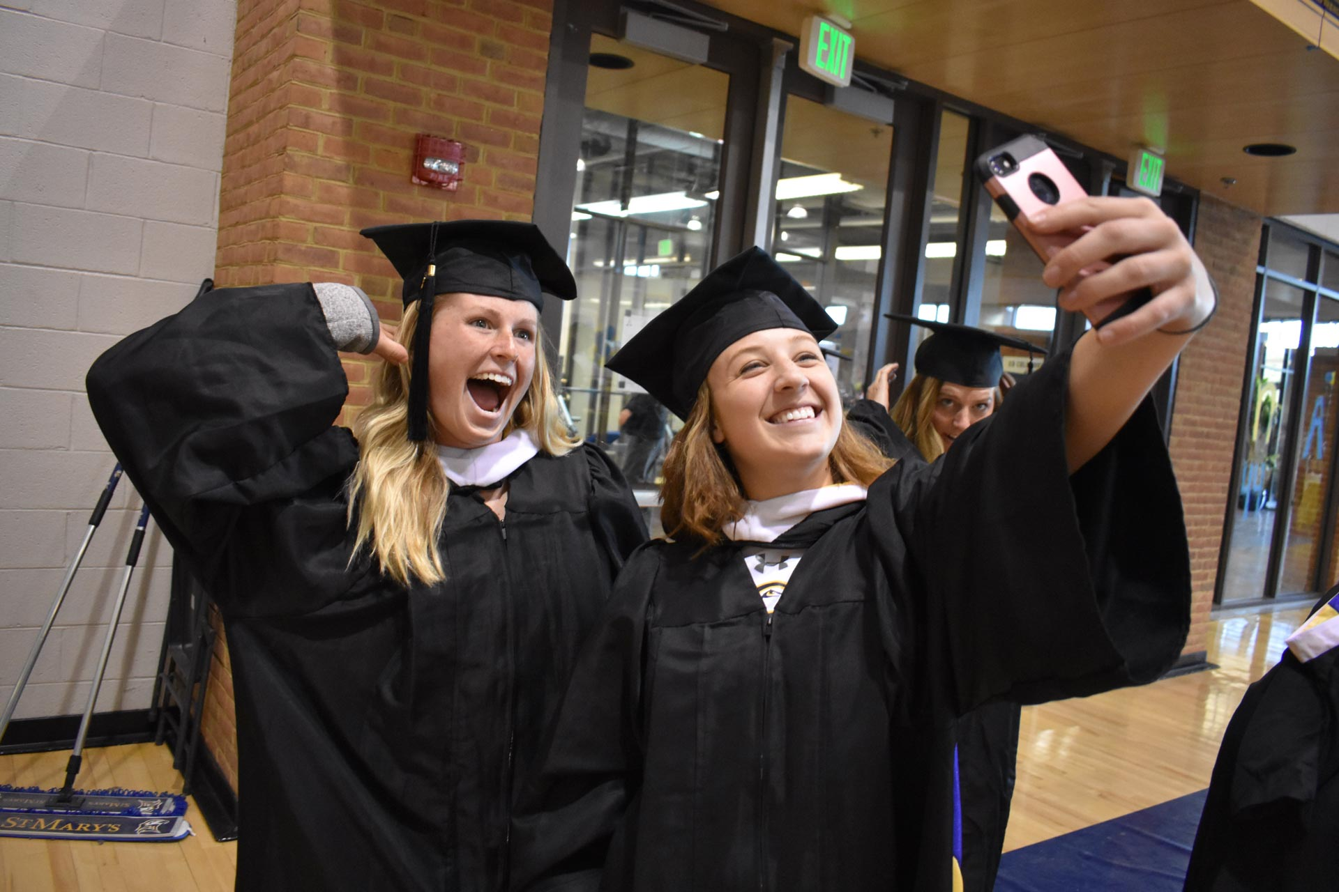 graduation-selfie
