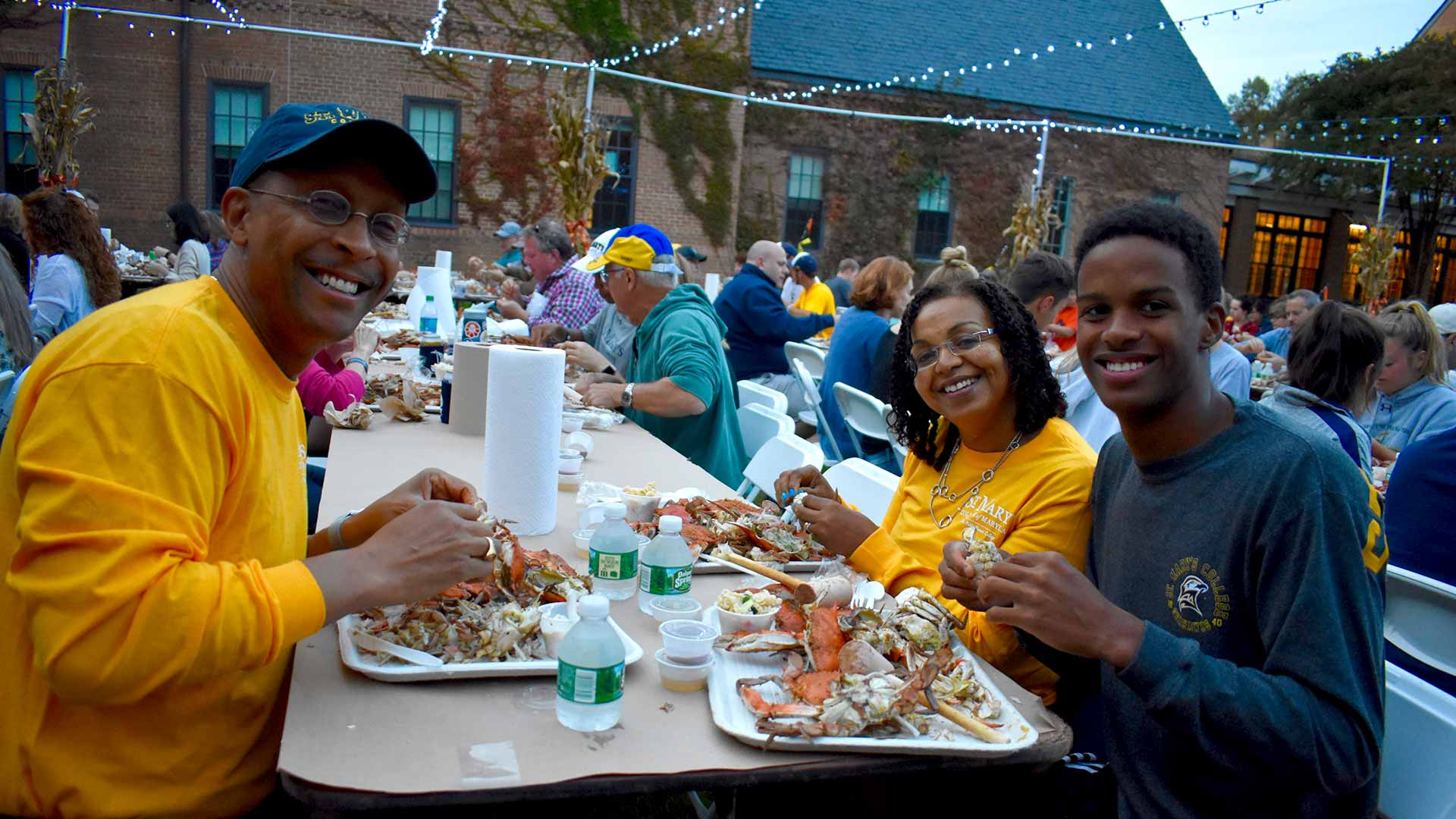 smcm-hawktoberfest-2017-crab-feast-family